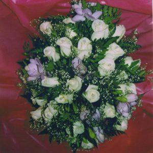 novia-rosas-blancas-ramo