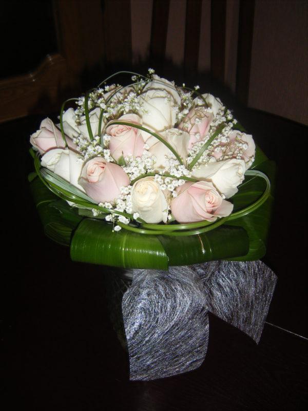 novia-rosas-blancas-rosas